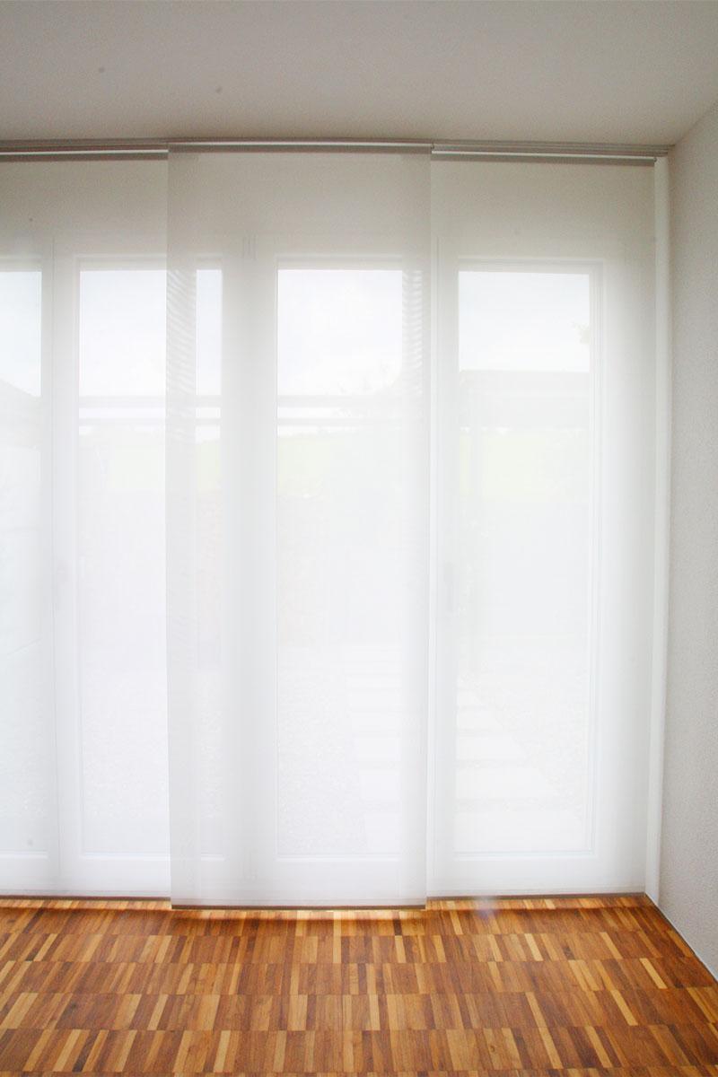 Schiebevorhänge schweiz  Flächenvorhang SANTIAGO [weiss, feine Längsstreifen] - vorhangbox.ch