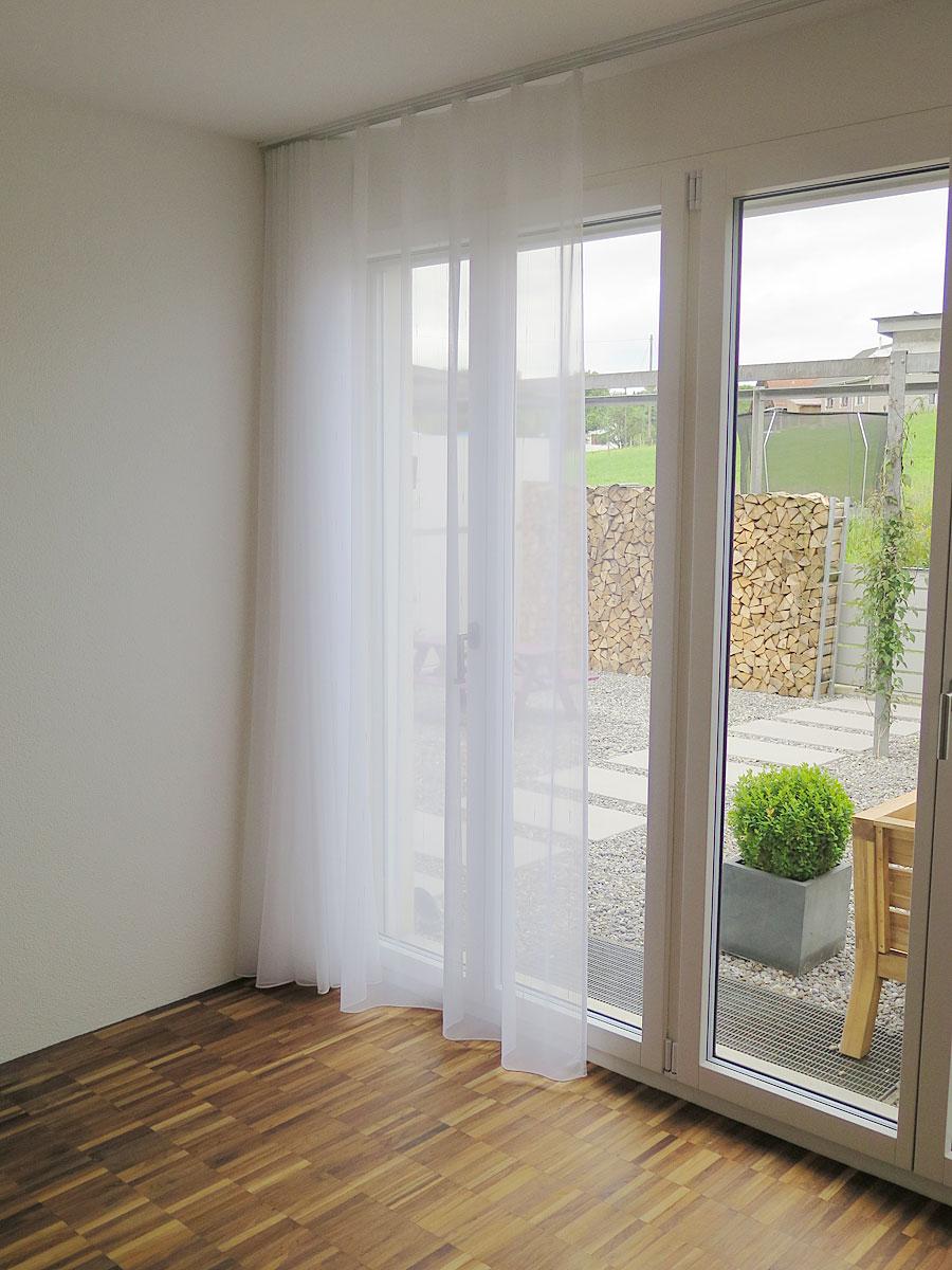 sch ner wohnen tagesvorhang murten in weiss mit feinen l ngsstreifen. Black Bedroom Furniture Sets. Home Design Ideas
