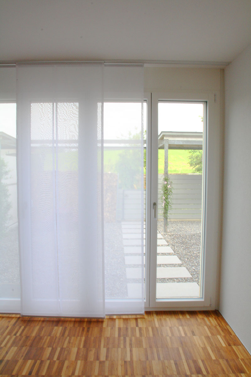 transparente vorh nge als fl chenvorh nge. Black Bedroom Furniture Sets. Home Design Ideas