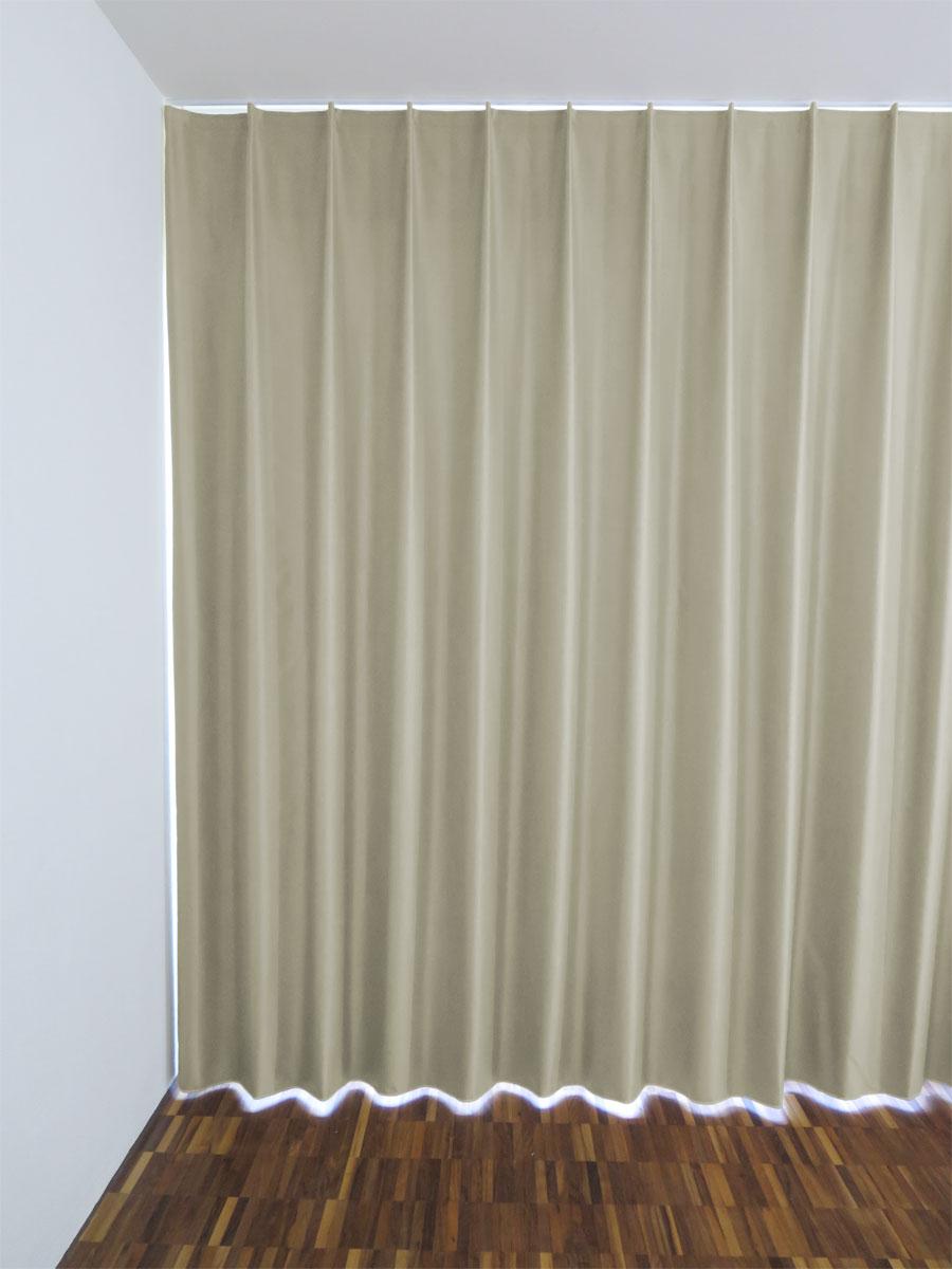 verdunkelnde massvorh nge in hellbeige. Black Bedroom Furniture Sets. Home Design Ideas