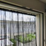 Fliegenvorhang GARDA in schwarz für Montage in Fensterrahmen.