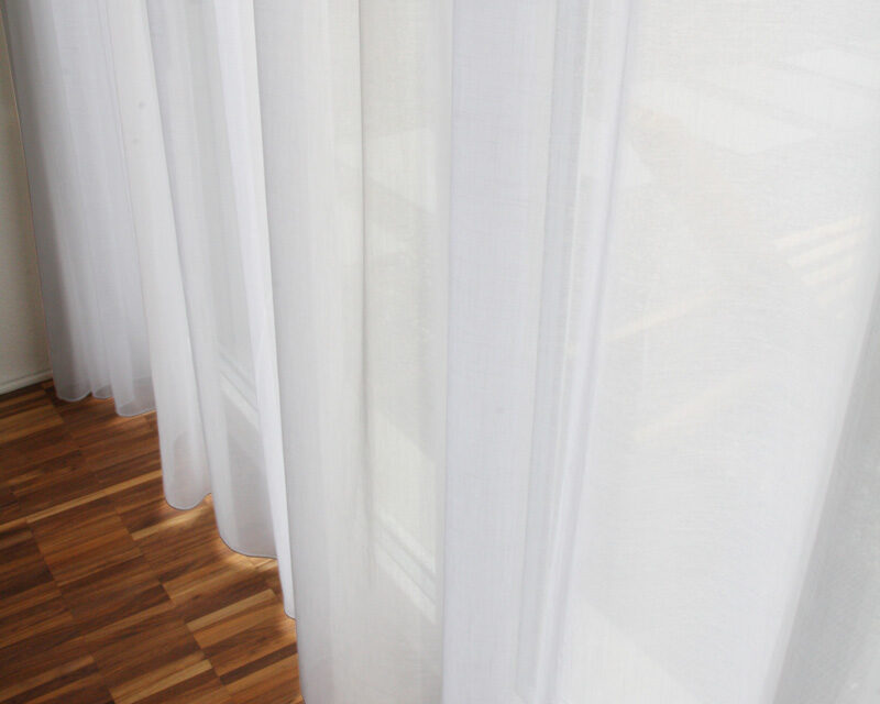 weisse vorh nge modernes haus. Black Bedroom Furniture Sets. Home Design Ideas