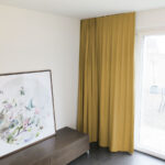 Blackout-Vorhang ABLION caramel zum das Schlafzimmer komplett abdunkeln.