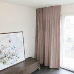 Blackout-Vorhang ABLION flieder zum das Schlafzimmer komplett abdunkeln.