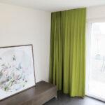 Blackout-Vorhang ABLION gelbgrün zum das Schlafzimmer komplett abdunkeln.