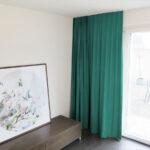 Blackout-Vorhang ABLION petrolgrün zum das Schlafzimmer komplett abdunkeln.