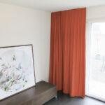 Blackout-Vorhang ABLION rot zum das Schlafzimmer komplett abdunkeln.