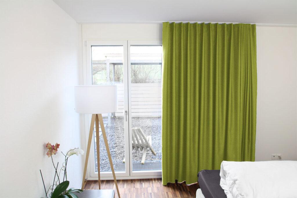 Vorhang Grün Nach Mass   In Zimmer Mit Lampe